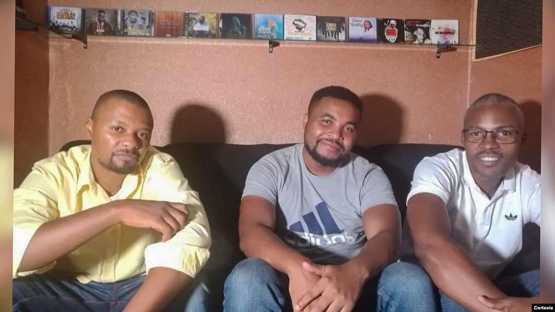 Azagaia, Escudo e DJ Sidney no dia da gravação da música Turno Nocturno na GM Record, Moçambique, 2017