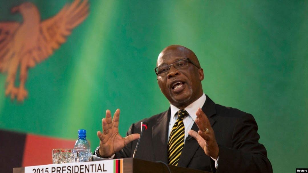 Nevers Mumba, candidat du Mouvement pour la démocratie multipartite (MMD) à la présidence, s'exprime lors d'un débat télévisé en direct à Lusaka, en Zambie, le 15 janvier 2015.
